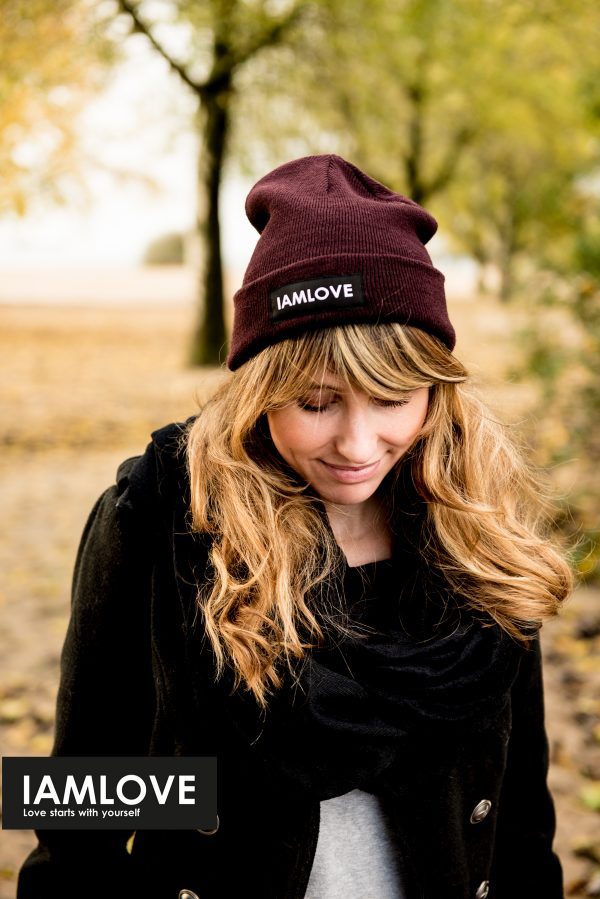 bordeaux red IAMLOVE beanie