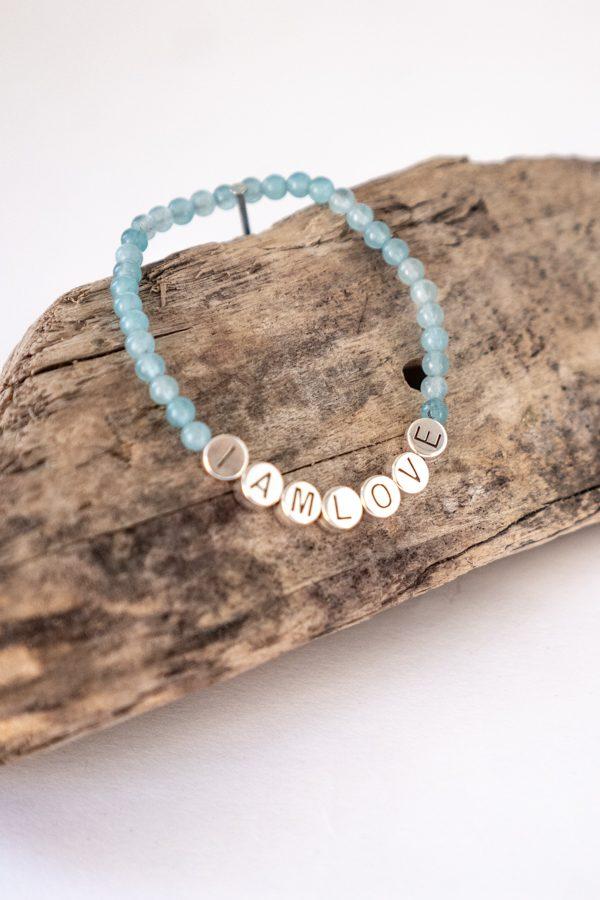 blessing bracelet van IAMLOVE gemaakt van blauwe jade kralen