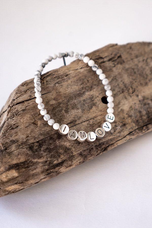 witte howliet armband van IAMLOVE, don't stress bracelet